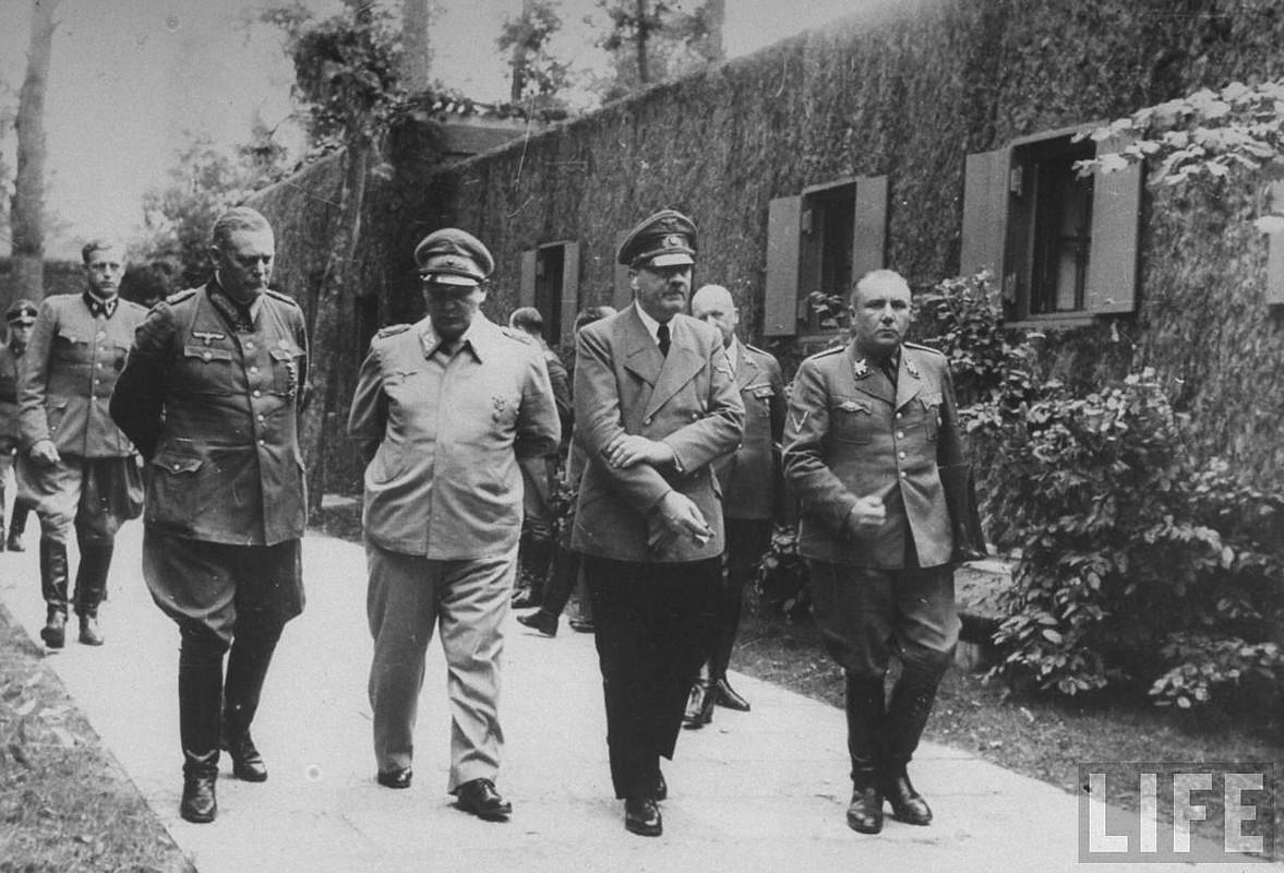 Keitel, Göring, Hitler y Bormann, tras el atentado del 20 de Julio de 1944