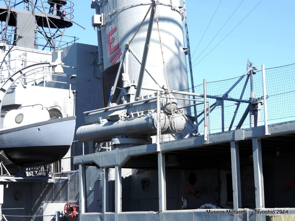 Montaje triple tubos lanzatorpedos Mark 32 Torpedo de superficie - Reemplazo a los montajes quíntuples que sirvieron durante la 2GM