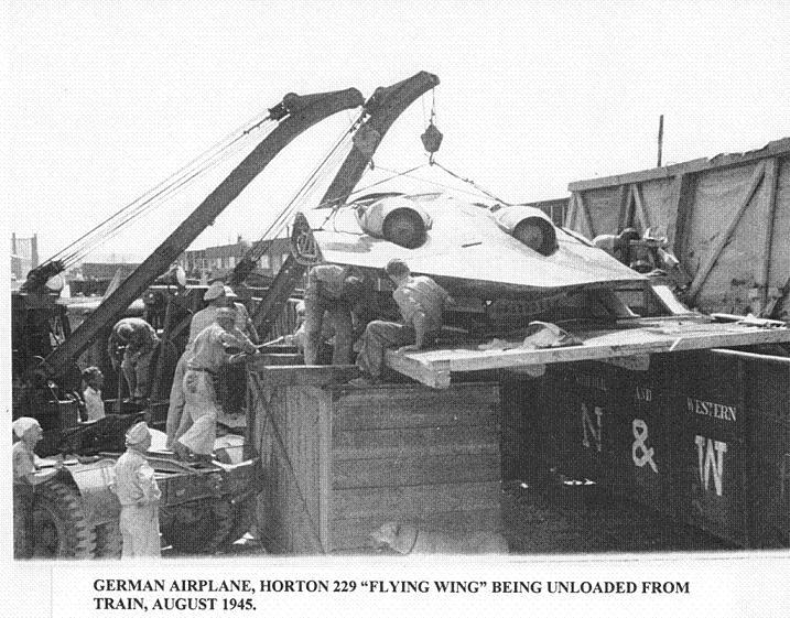 El Horten Ho 229 V3 capturado, siendo trasladado por las fuerzas americanas en agosto de 1945
